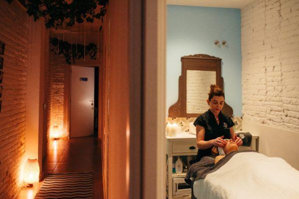 eliminar tensión nerviosa con masaje cráneo facial