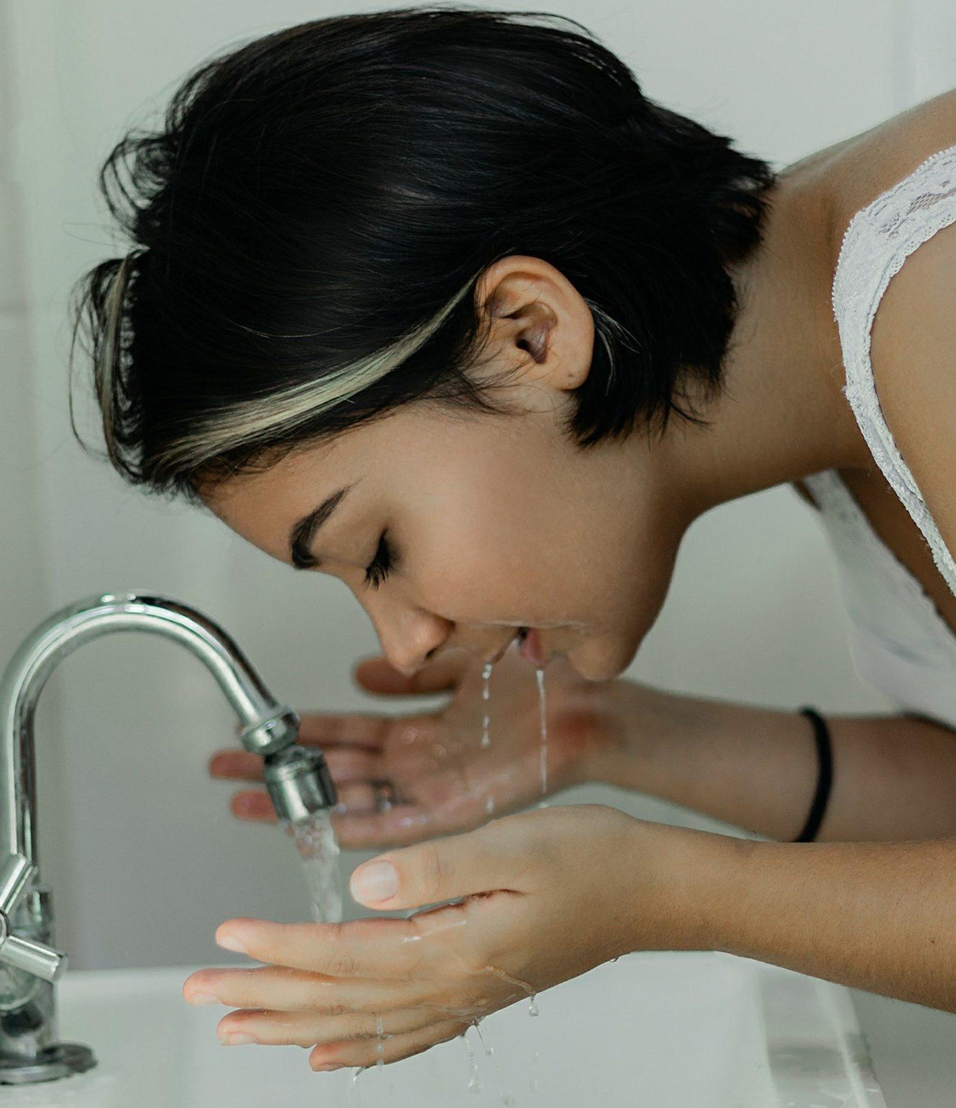 malos habitos al limpiar la cara diariamente
