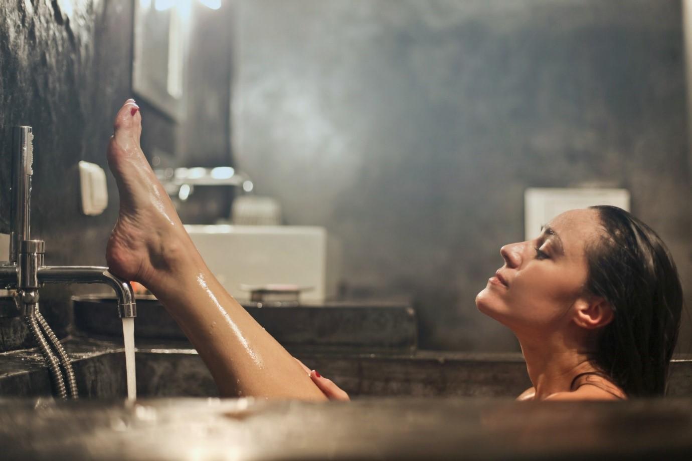 un baño de burbujas es una experiencia relajante