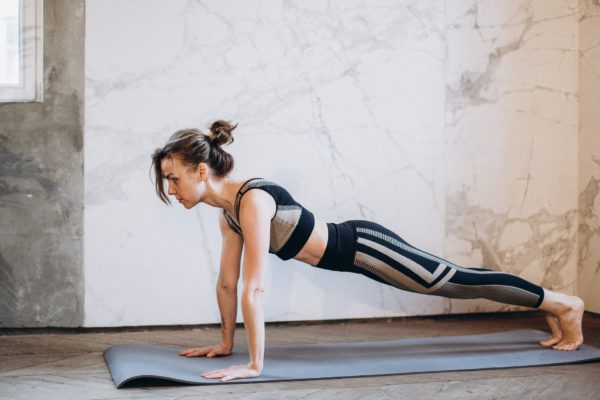 ejercicios fáciles para hacer en casa si no puedes salir